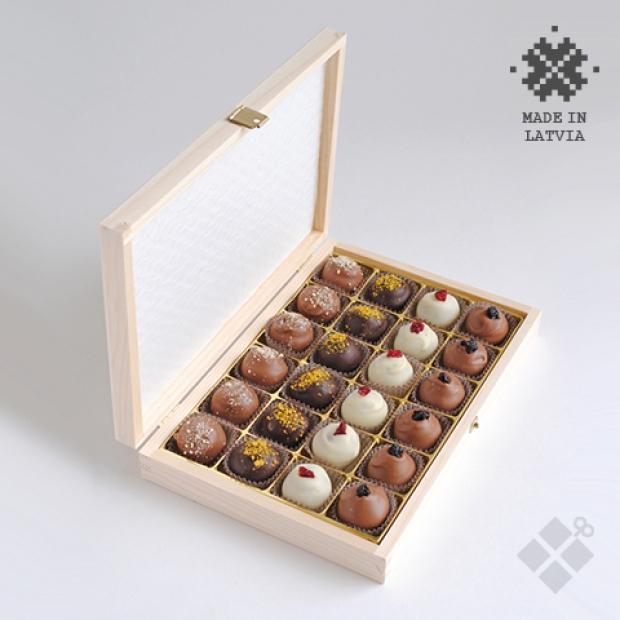 24 šokolādes trifeles koka kastītē